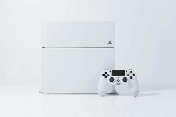 PS4ホワイト画像