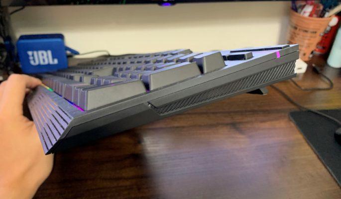 HyperXキーボード側面画像
