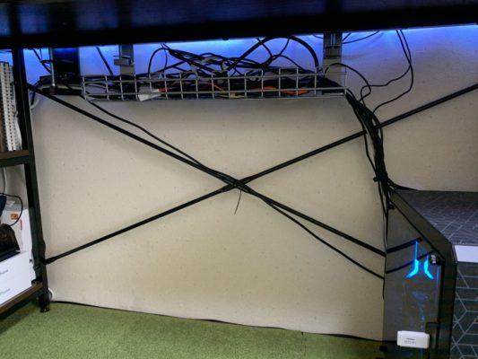 PCデスクをおしゃれにパソコンケーブルを収納